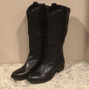 Tilley style tall boots